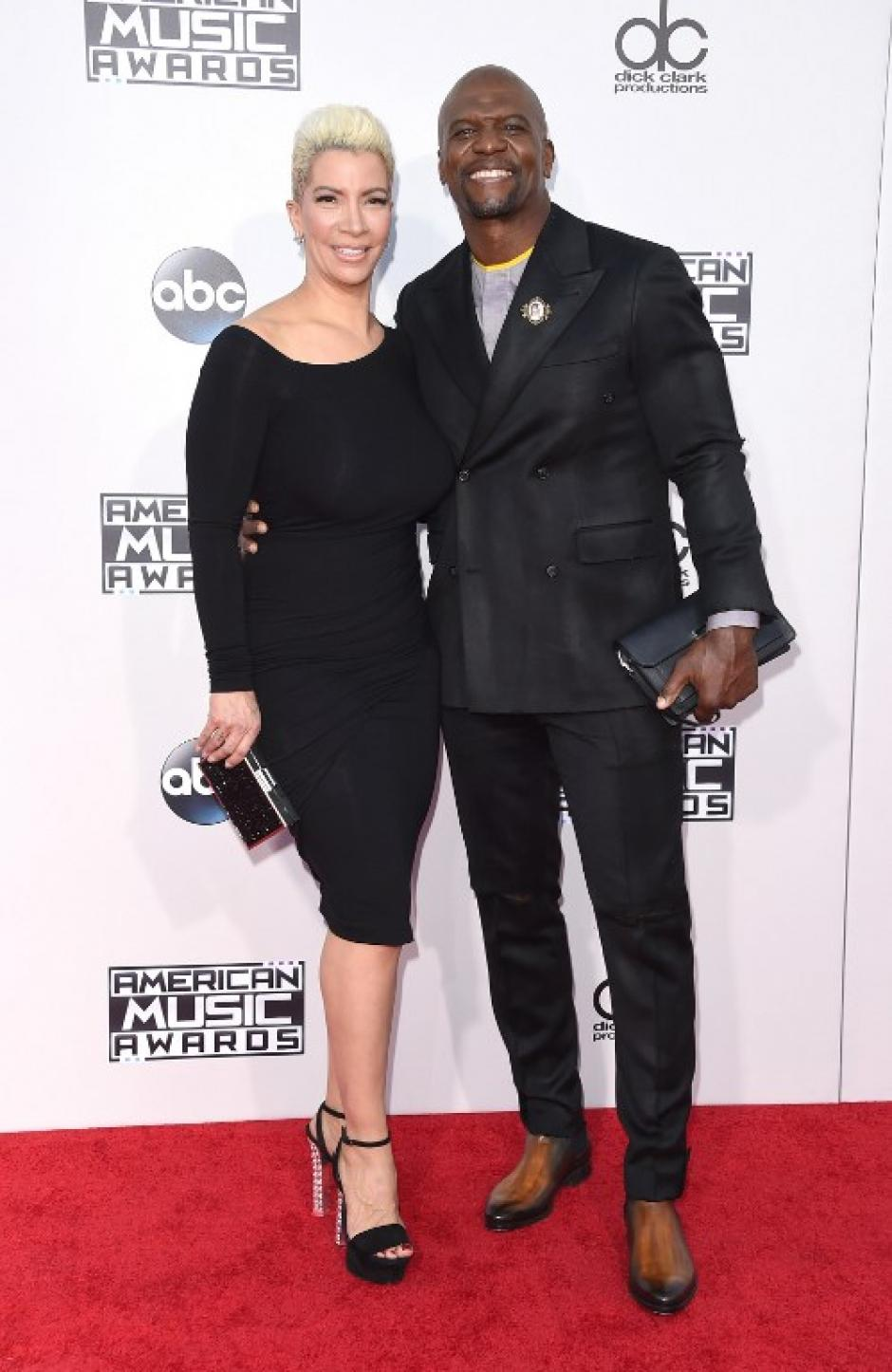 Los actores Rebecca King-Crews (L) y Terry Crews en la alfombra roja de los American Music Awards. (Foto: Jason Merritt / AFP)