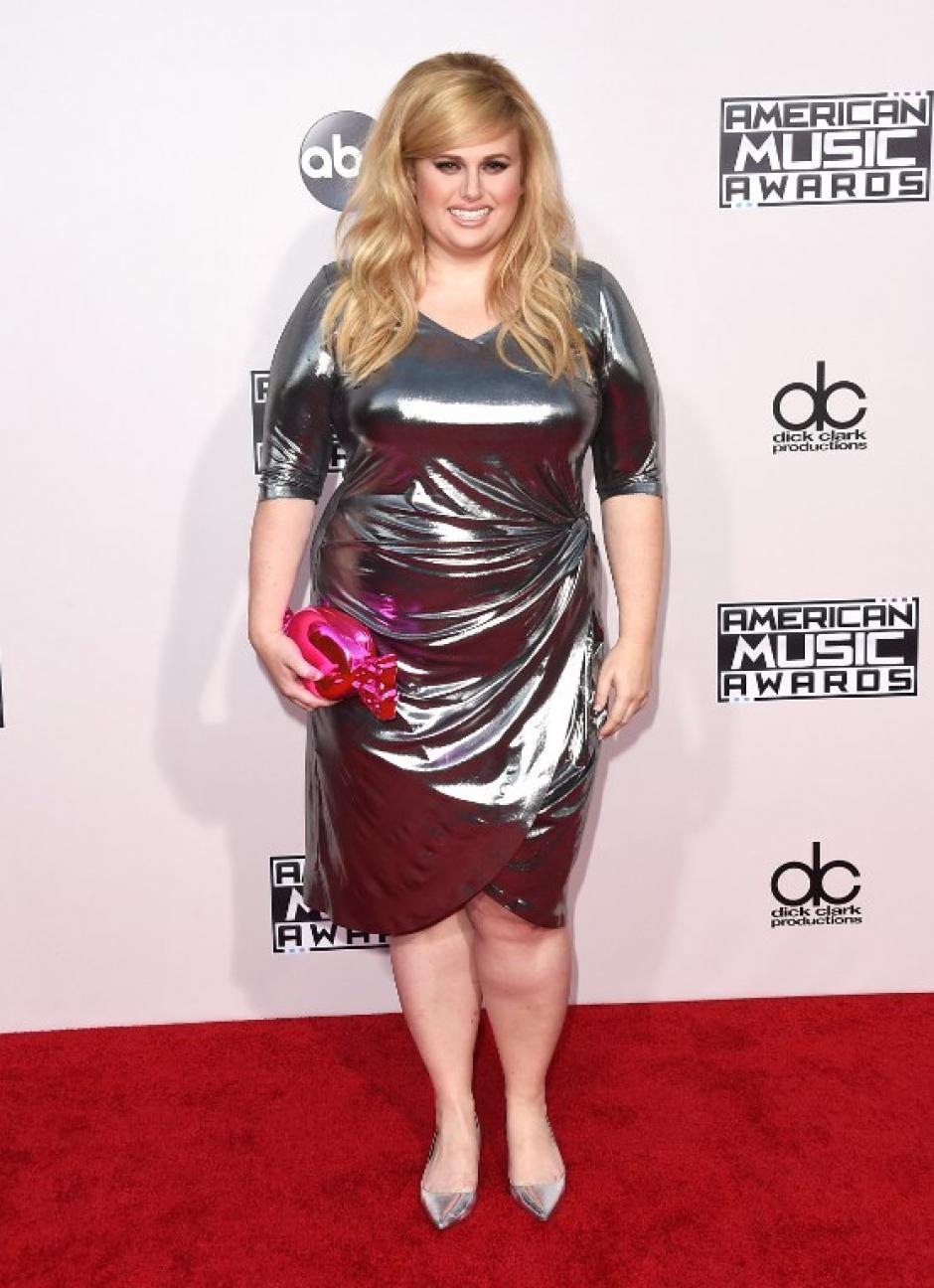 Por la alfombra roja de los American Music Awards pasa la actrizRebel Wilson. (Foto: Jason Merritt / AFP)