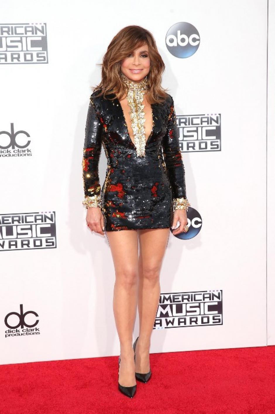 La cantante Paula Abdul luce su figura en la alfombra roja de los American Music Awards en Los Ángeles, California. (Foto: Mark Davis / AFP)