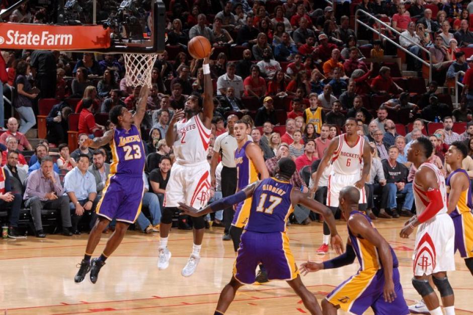 Los Rockets ayudaron a seguir evidenciando la mala temporada de los Lakers