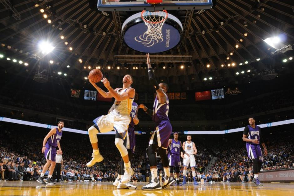 Stephen Curry impuso un nuevo récord personal jugando para los Warriors