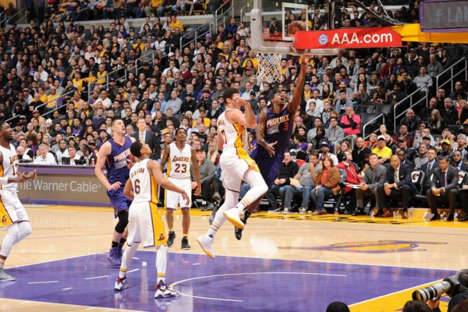 Los Lakers sumaron su tercer triunfo de la temporada en la NBA