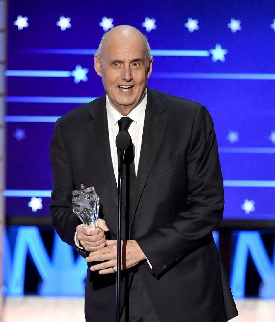 """Jeffrey Tambor obtuvo el premio por Mejor Actor en una Serie de Comedia por su papel en """"Transparent"""". (Foto: AFP)"""