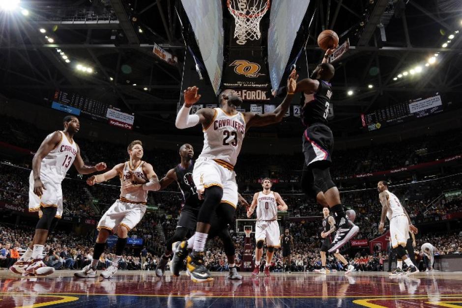 Los Cavaliers, guiados por LeBron James, derrotaron a los Clippers