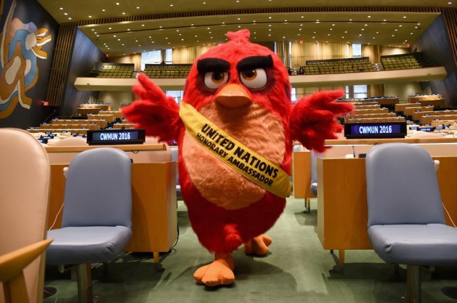 El popular personaje posó para los fotógrafos en el salón de Asambleas de las Naciones Unidas. (Foto: AFP/ Michael Loccisano)