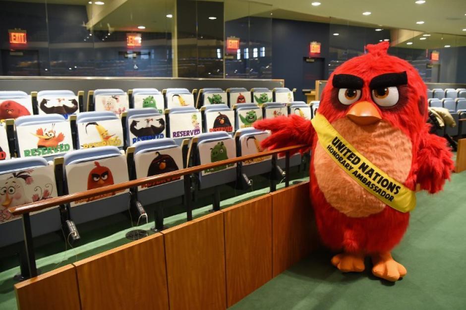 El popular personaje muestra productos que promocionan su imagen. (Foto: AFP/