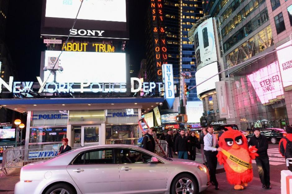 El pájaro rojo iniciará una gira virtual a partir del próximo 21 de marzo para promover diferentes maneras de fomentar la acción contra el calentamiento global. (Foto: AFP/Michael Loccisano)