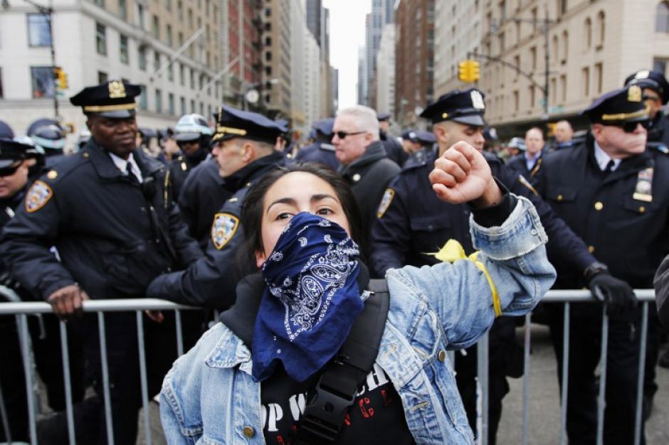 Los manifestantes, rodeados de una importante presencia policial, se concentraron en la plaza de Columbus Circle, junto a Central Park. (Foto: AFP/Eduardo Munoz Alvarez)