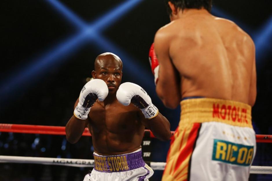 En dos ocasiones cayó a la lona Bradley, no supo contener los golpes de Pacquiao. (Foto: AFP)