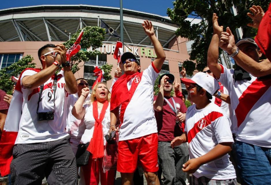 La comunidad peruana se hizo sentir en el estadio. (Foto: AFP)