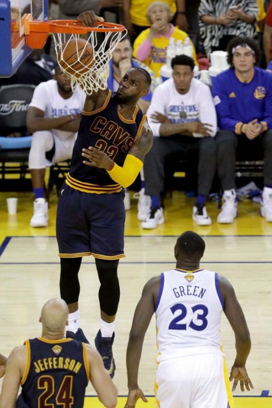 LeBron James está disputando la final de la NBA. (Foto: AFP)