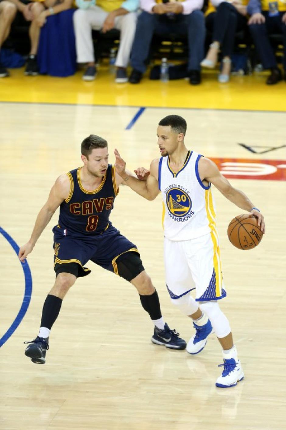 Curry volvió a aportar su granito de arena para el triunfo de los Golden State. (Foto: AFP)