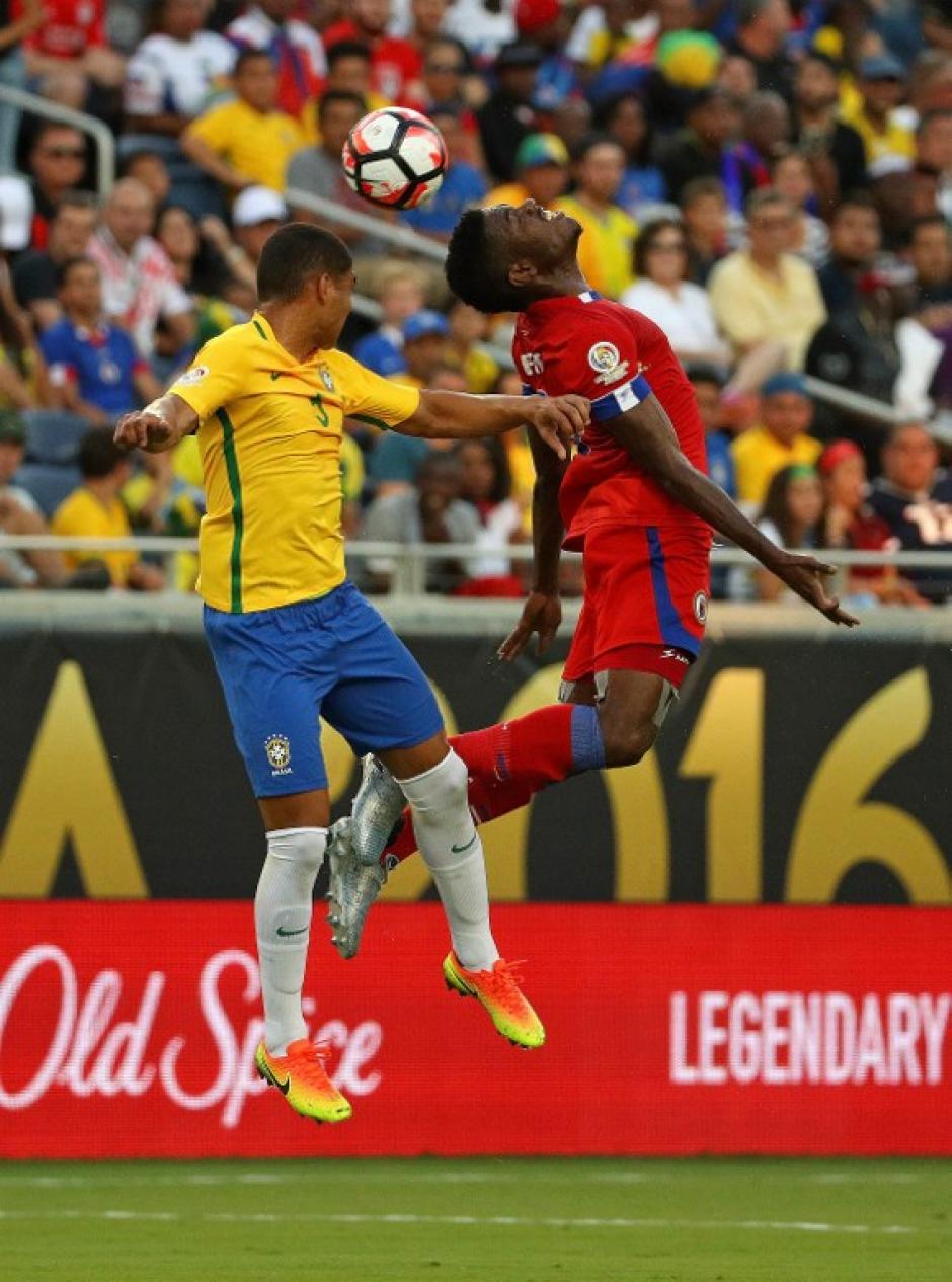Brasil casi visó su boleto a la segunda ronda de la Copa América. (Foto: AFP)