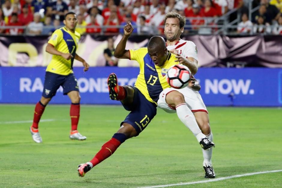 Ecuador llegó de atrás y empató con Perú, tras ir perdiendo 2-0. (Foto: AFP)