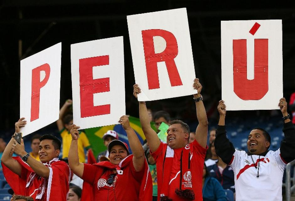 Los peruanos hicieron su fiesta; los colores rojo y blanco se hicieron sentir., (Foto: AFP)