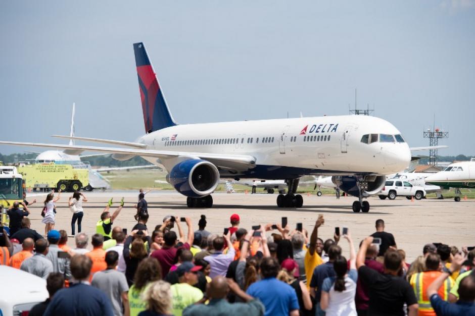Este avión trasladó al campeón de la NBA, de California a Cleveland. (Foto: AFP)