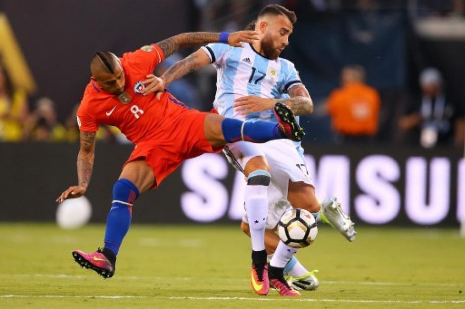 Peleado y disputado, así fue la final entre chilenos y argentinos. (Foto: AFP)
