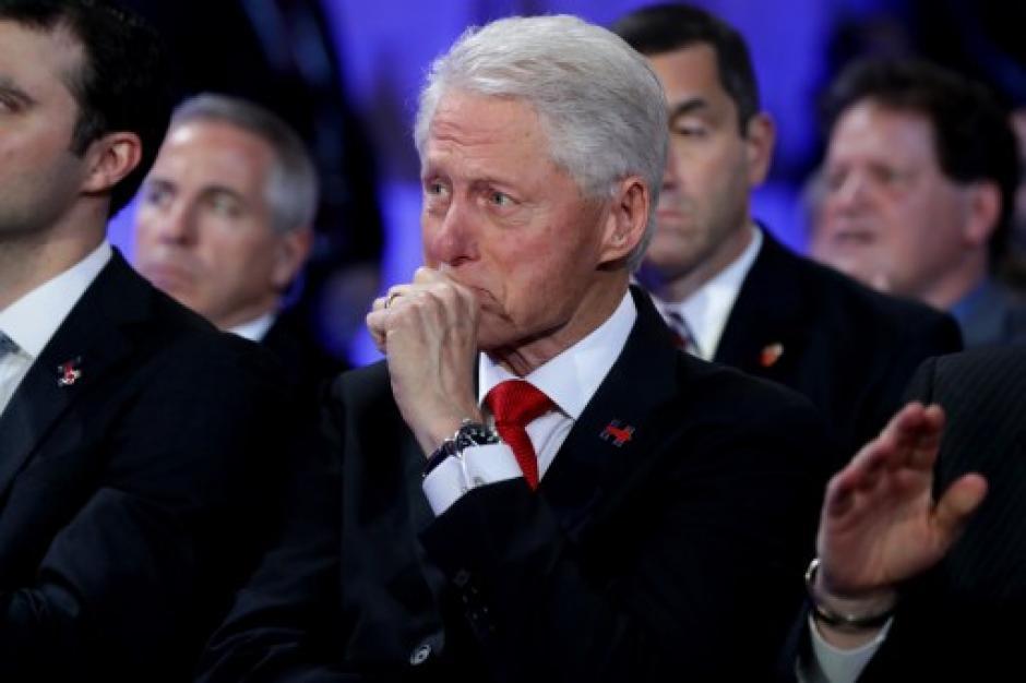 Bill Clinton se emocionó cuando su hija presentó a su madre. (Foto: AFP)