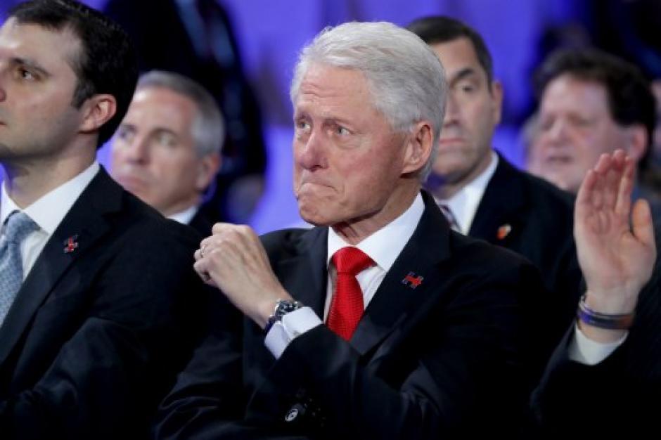 Con lágrimas Bill Clinton se mostró emocionado. (Foto: AFP)