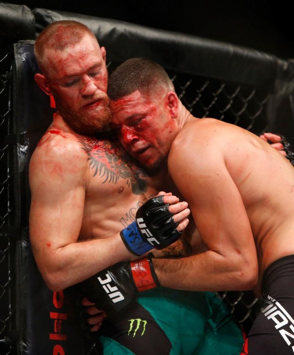 Ambos peleadores llegaron al límite de sus capacidades. (Foto: AFP)
