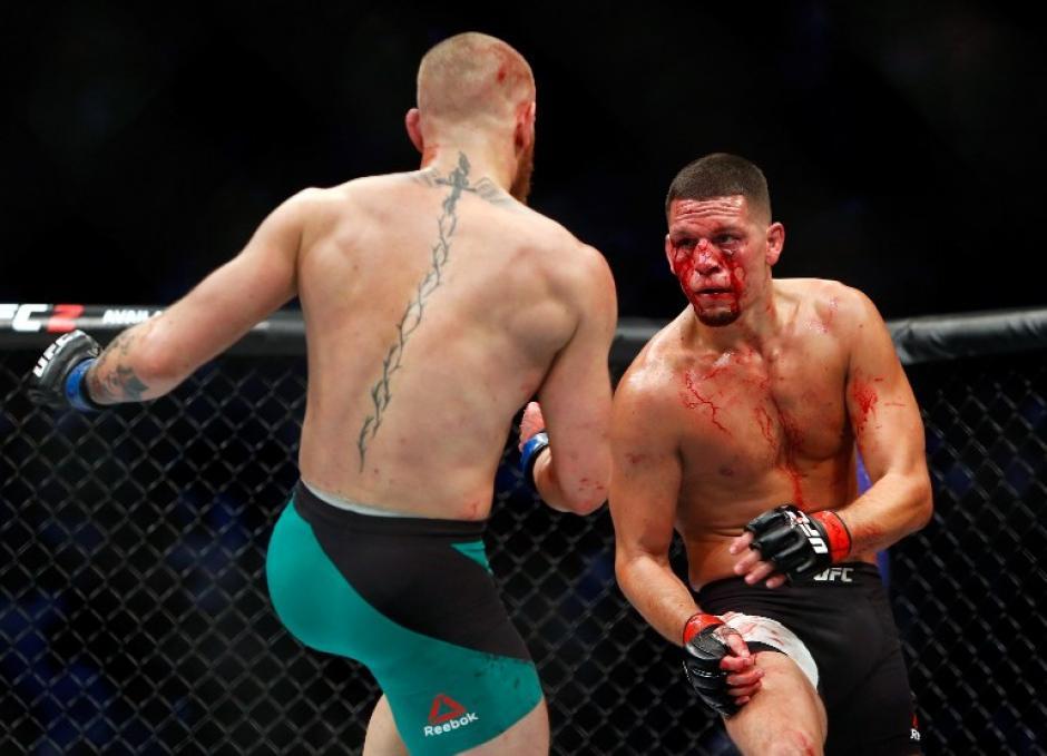 La pelea no tuvo tregua y la sangre enloqueció a los espectadores. (Foto: AFP)