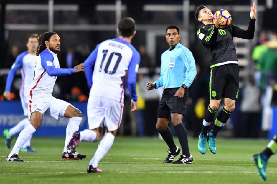 El árbitro guatemalteco tuvo un buen partido, pero no evitó la polémica. (Foto: AFP)
