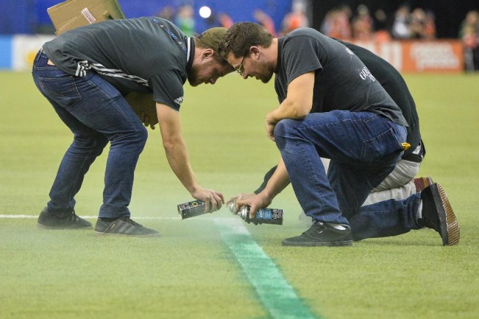 ¿De dónde habrán sacado tanta pintura verde en aerosol? (Foto: AFP)