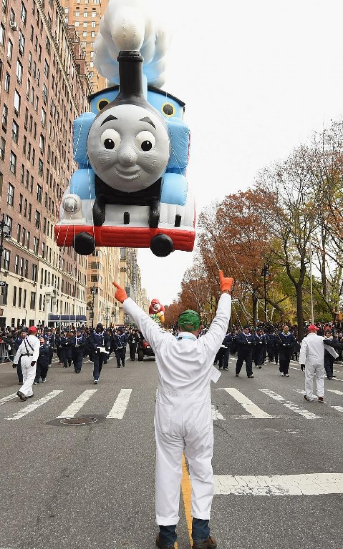 El globo del Tren Thomas agradó a los más pequeños. (Foto: AFP)