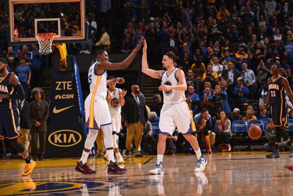 Thompson logró un partido histórico y no lo jugó completo. (Foto: AFP)