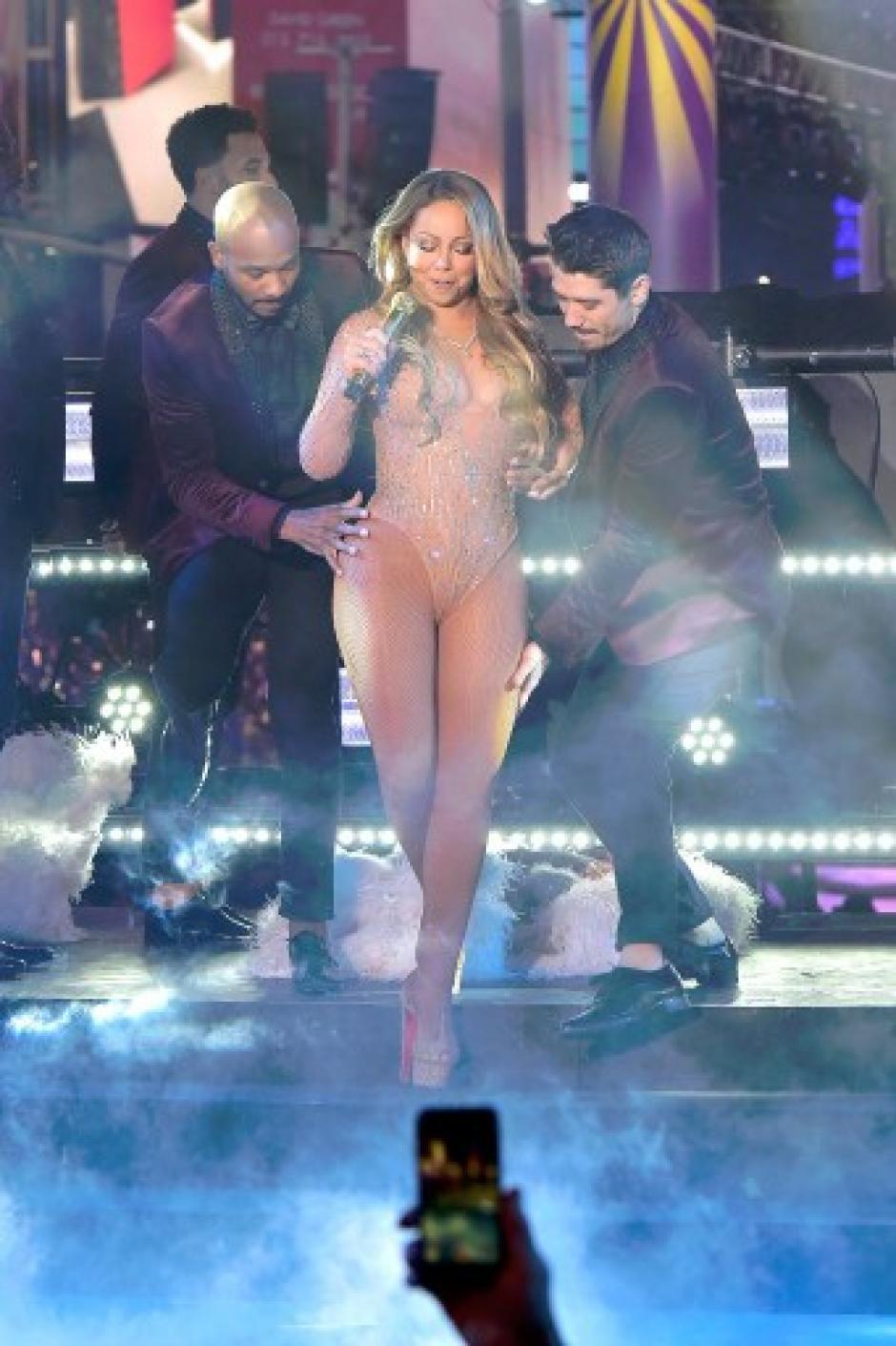 Mariah Carey se convirtió en tendencia en redes sociales en EE.UU. por su mala interpretación en la celebración del 2017. (Foto: AFP)