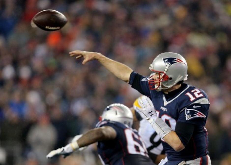Tom Brady va por su cuarto título de Supertazón. (Foto: AFP)