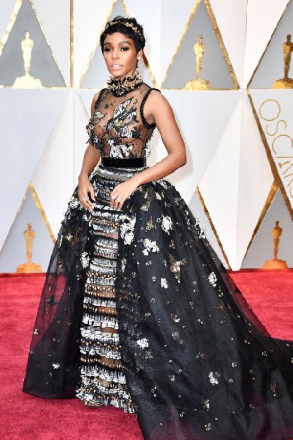 La actriz y cantante Janelle Monae sorprendió por las transparencias de su vestido. (Foto: Frazer Harrison/AFP)