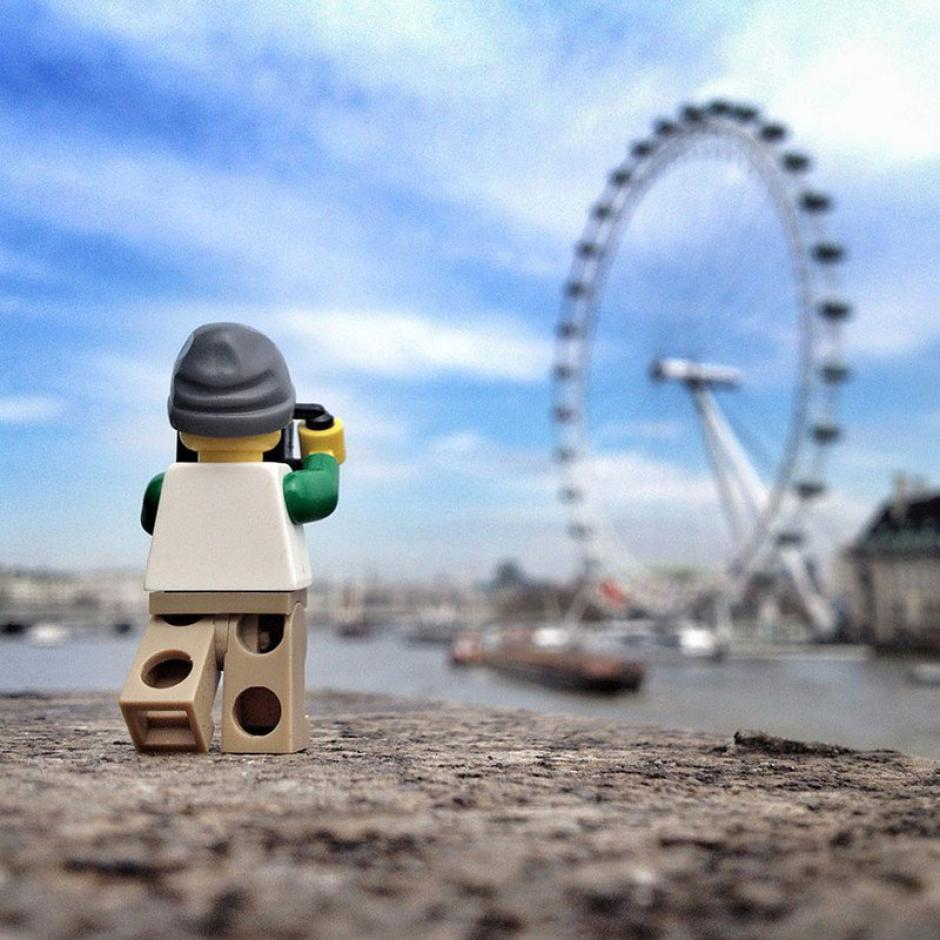 El Legógrafo de vacaciones por Inglaterra. (Foto: Andrew Whyte)