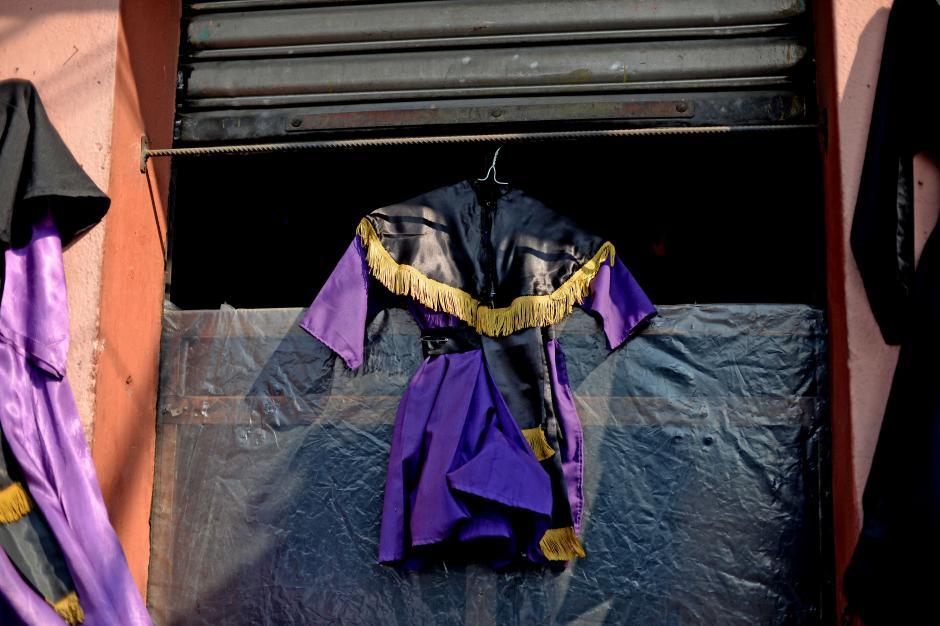 Los sastres también ofrecen trajes para los más pequeños (Foto: Esteban Biba/Soy502)