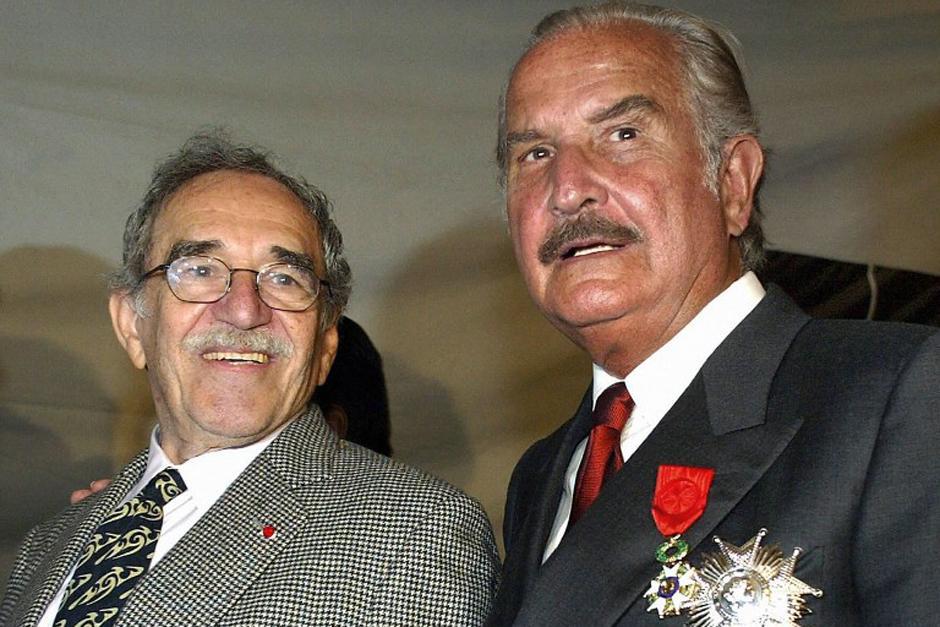 Gabriel García Márquez y el escritor mexicano Carlos Fuentes, quien falleciera en 2012, sostuvieron una larga amistad la cual Gabo recordó como divertida, antigua y cordial (Foto: AFP)