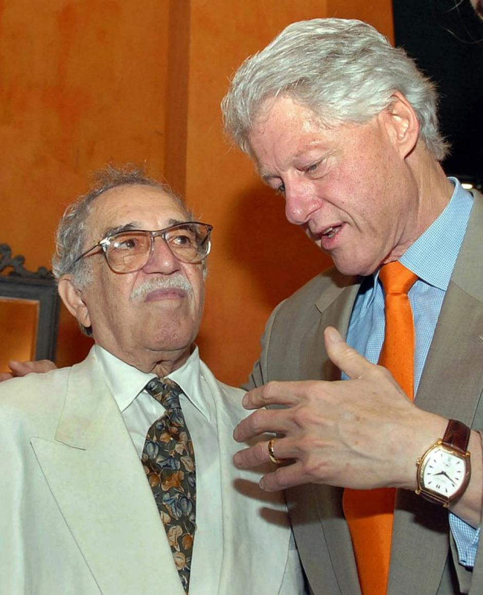 """Gabriel García Márquez regresó a Estados Unidos luego de que el presidente Bill Clinton retirara la restricción de visitar el país norteamericano por su amistad con Fidel Castro. Clinton le confesó que """"Cien años de soledad"""" era su libro favorito. (Foto: AFP)"""