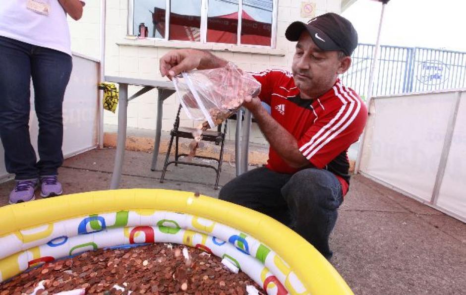 Los panameños colaboraron con todos sus centavos para ayudar a la selección de fútbol de su país. (Foto: panamaamerica.com.pa)
