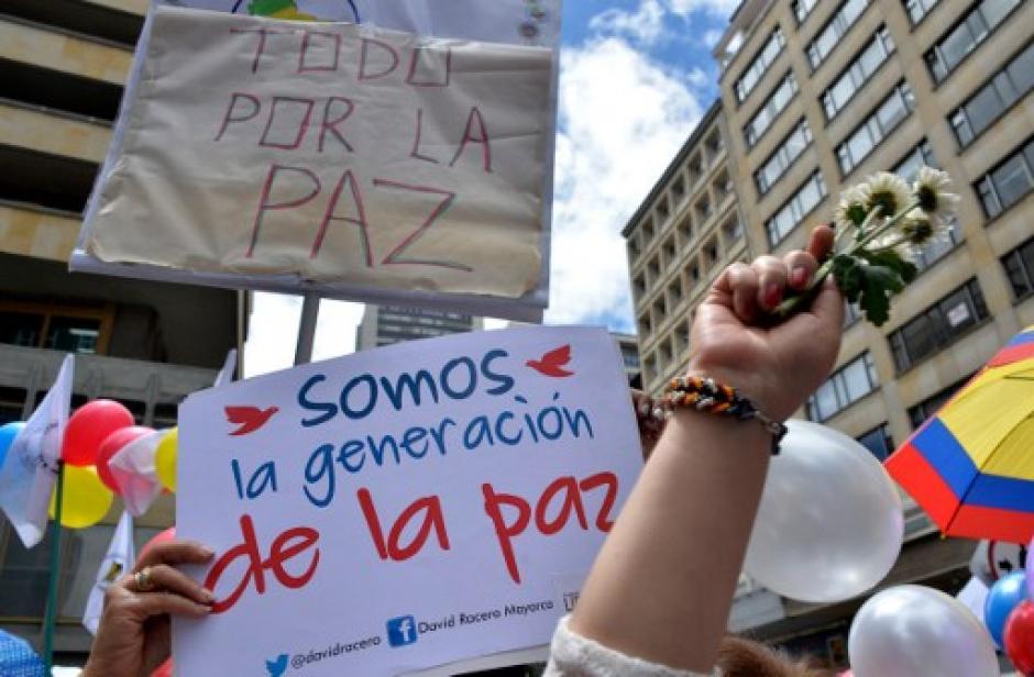 Cientos de personas celebran el fin del último conflicto armado vigente en Latinoamérica. (Foto: AFP)