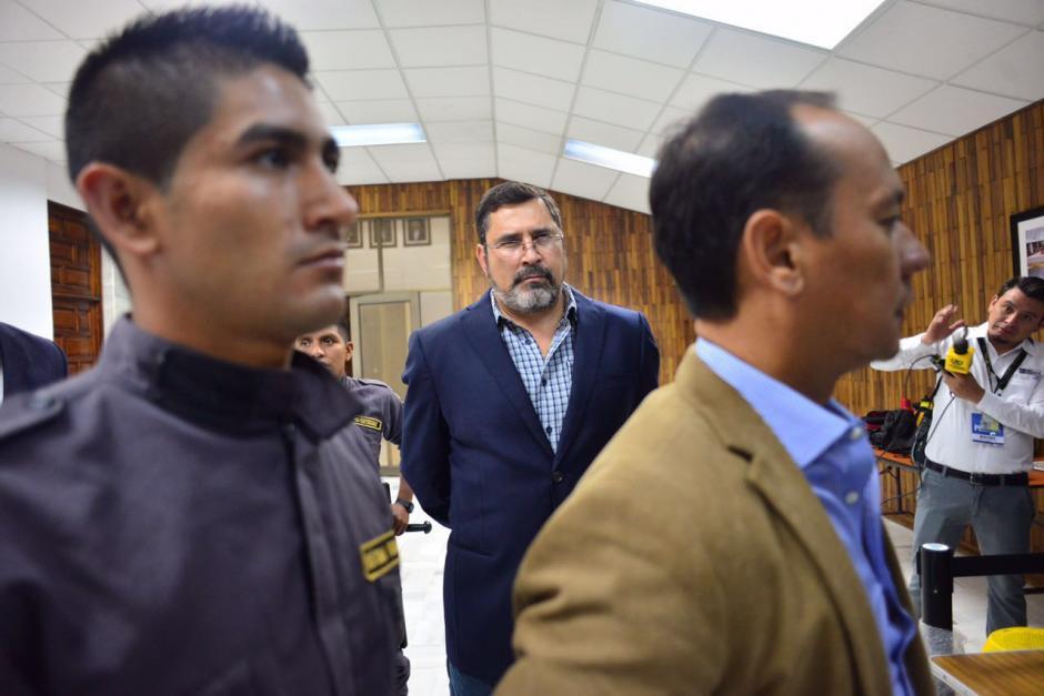 El exministro de Defensa Ulises Anzueto llega al segundo día de audiencia en la Sala de Vistas. (Foto: Jesús Alfonso/Soy502)