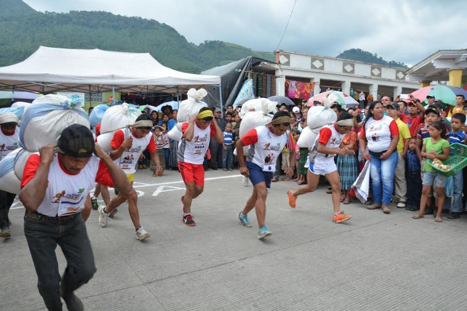 Con 18 participantes se llevó a cabo la carrera Hombres de maíz 2016. (Foto: Fredy Cu)