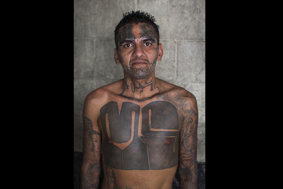 Los tatuajes forman parte de los cuerpos de la mayoría de los reclusos.(Foto: Adam Hinton)