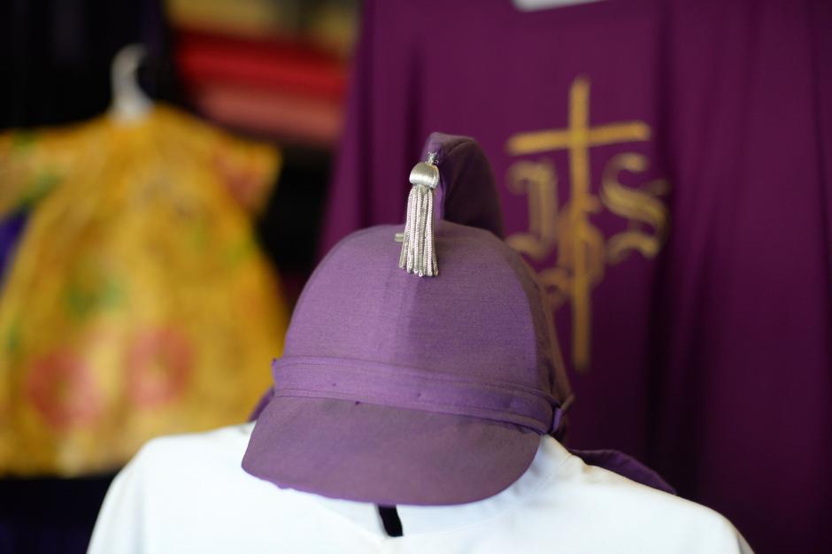 Desde el año 1582 se formó la primera Cofradía en Guatemala iniciando así la tradición del cucurucho; sin embargo, el casco fue modificado, antes se utilizaba el gorro de cono con el rostro cubierto (Foto: Esteban Biba/Soy502)