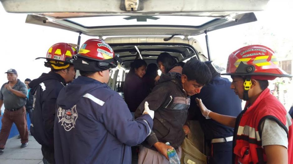 Varias personas resultaron heridas en un accidente de bus en Tecpán, Chimaltenango. (Foto: Bomberos Municipales Departamentales)
