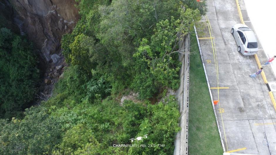 Viviendas podrían estar en riesgo por inestabilidad en ladera en un sector de San Cristóbal. (Foto: cortesía Chapinflims)