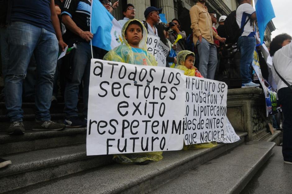 En la manifestación se observaron varios niños junto a sus papás. (Foto: Alejandro Balán/Soy502)