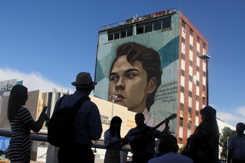 Ciudad Juárez se viste de luto por la muerte de Juan Gabriel. (Foto: AFP)