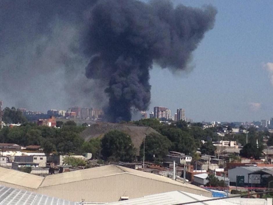 Incendio forestal fue reportado hoy a las 12:30 hrs en colonia Santa Fe, zona 13 capitalina. (Foto: Twitter)