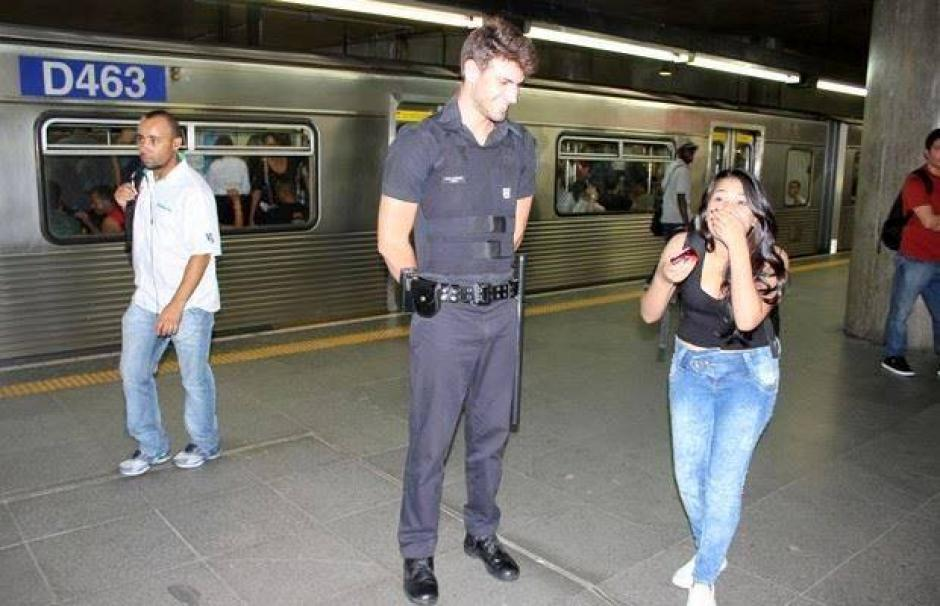 Las mujeres buscan a Leao para poder tomarse fotos con él y subirlas a sus cuentas en redes sociales. (Foto: Guilherme Leao/Facebook)