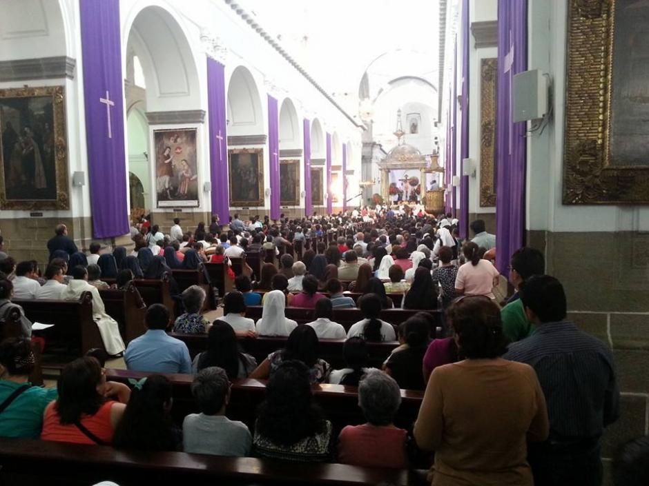 La Catedral luce llena de fieles. (Foto: Radio Estrella)