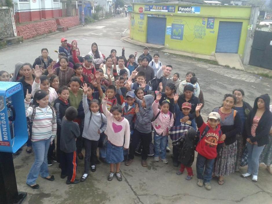 La mayoría de los niños nunca ha salido de su comunidad en Purulhá, Baja Verapaz. (Foto: Facebook/Biblioteca Bernardo Lemus Mendoza)